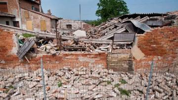 Le macerie del terremoto per la nuova autostrada Cispadana