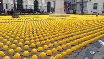 Crisi delle costruzioni: i caschi gialli invadono Piazza Affari per la Giornata della Collera
