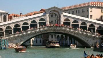 Restauro: novanta prismi ottici per il Ponte di Rialto