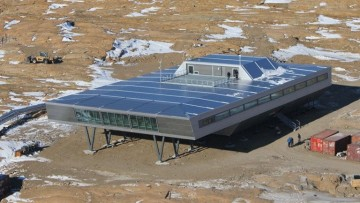 Dormire nei container da spedizione, ma in Antartide