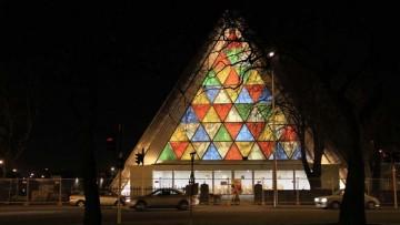 La chiesa in cartone che rimpiazza la cattedrale distrutta dal sisma