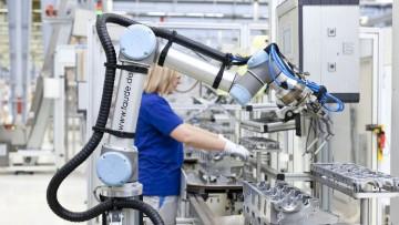 Un braccio robotico per le candele del motore