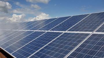 Rinnovabili, le aziende italiane 'fuggono' all'estero