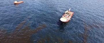 Piattaforma affondata: 1500 Km² di greggio in mare