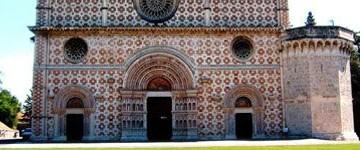 La facciata 'dis-velata' della Basilica di Collemaggio