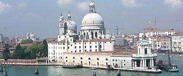 Attesa per Punta della Dogana. Venezia toglie i primi veli