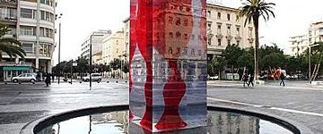 Si spacca a Pescara la Huge Wine Glass, fontana di Toyo Ito