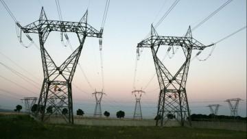 Distanze dalle linee elettriche: quali norme per la sicurezza?