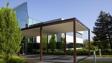 Il nuovo pergolato R152 Pergosquare di BT Group per un outdoor di design