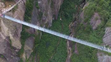 Glass Bridge: come è stato costruito il ponte della paura made in China