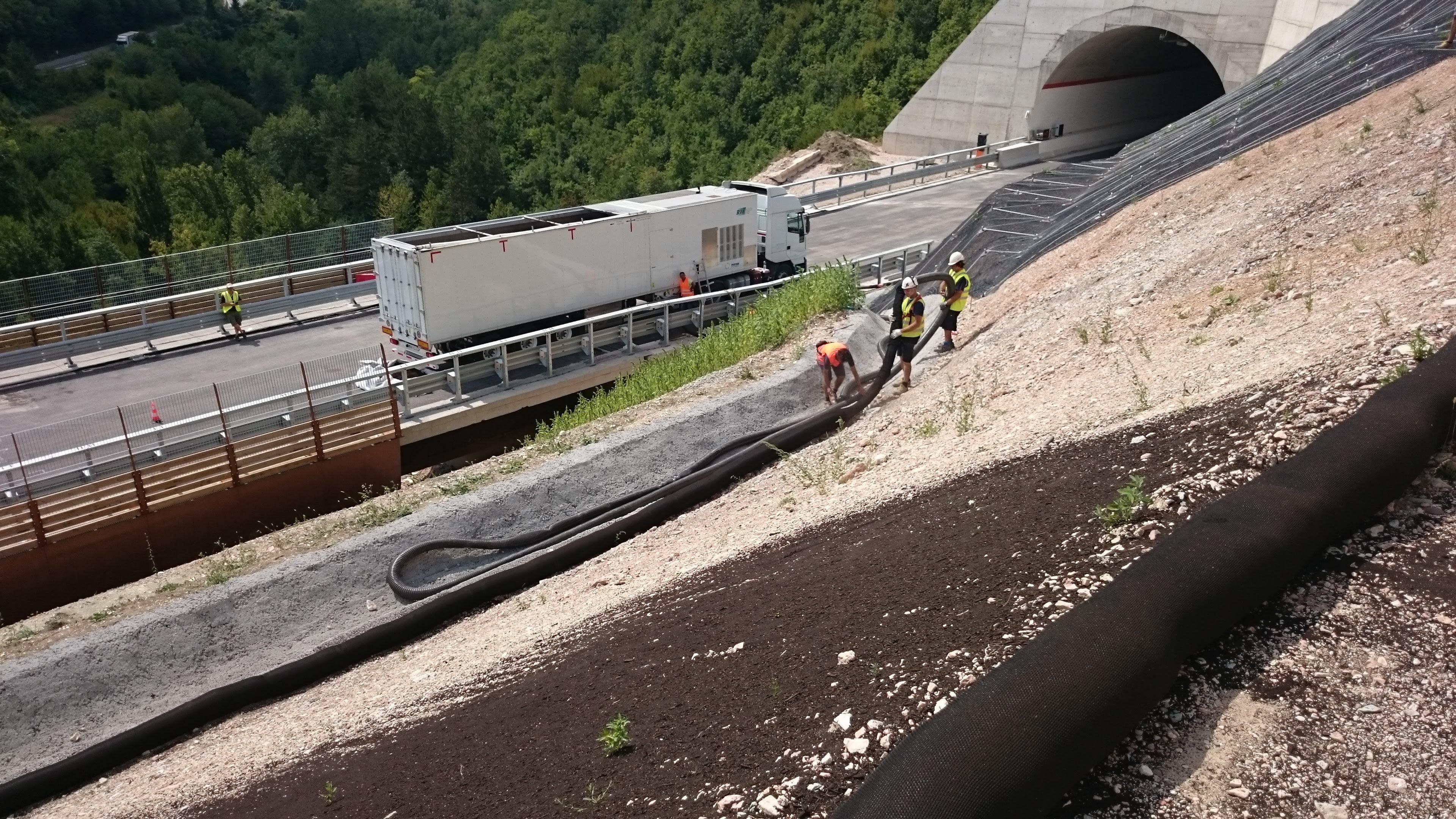 Esempio di allestimento, a monte e a valle (fonte www.soxx.it)