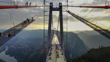 Cina, il secondo ponte più alto del mondo è pronto per Natale – Foto e Video