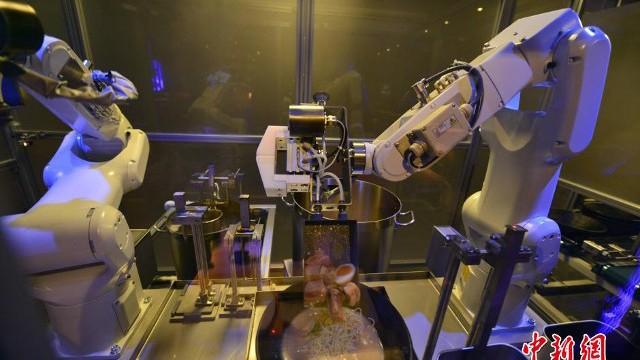 L'ingegneria in cucina: quando il robot prepara il ramen – video