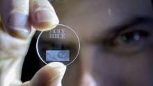 Optoelettronica da record: 360 TB memorizzati in 5D in un disco di cristallo