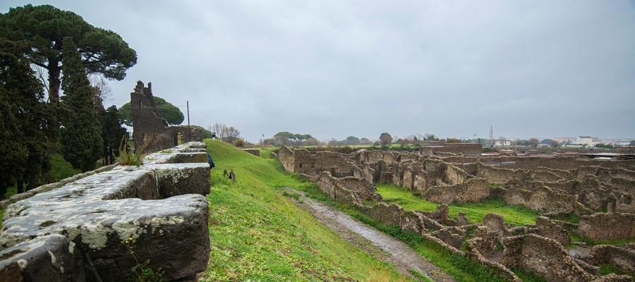 La vista dai bastioni sul sito di Pompei