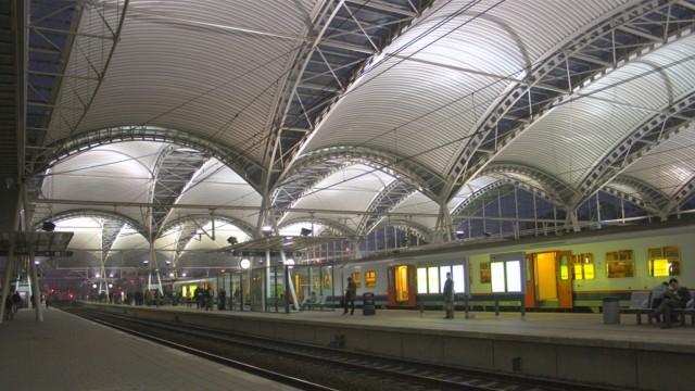 La copertura a vele della stazione ferroviaria di leuven for Interieur leuven
