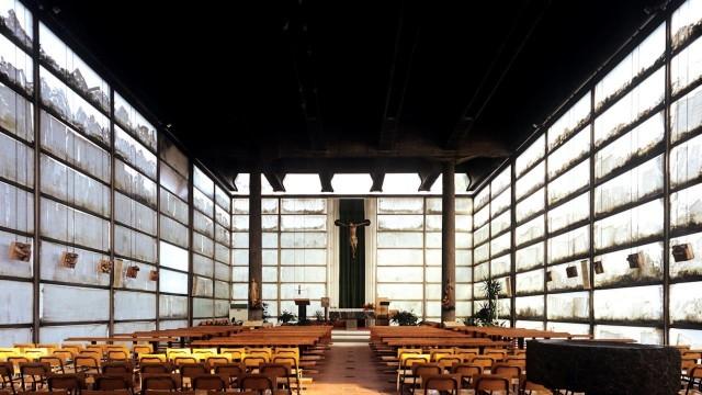 interno aula prima del restauro