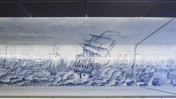 Il tunnel trasformato in 'galleria d'arte' grazie al rivestimento ceramico dipinto a mano