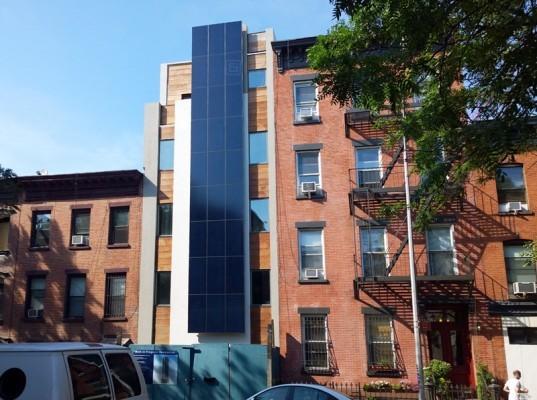 Edificio passivo con facciata solare a Park Slope, NY ( McMahon Studio)