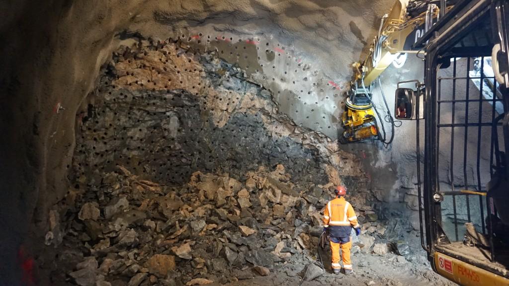"""Fase di scavo del metodo """"Drill & Split"""" (Condotte SpA)"""