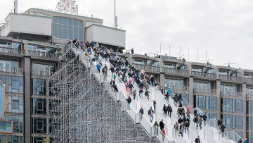 Rotterdam celebra la ricostruzione con una maxi scala da 29m di ponteggi