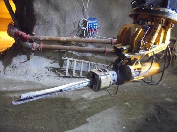 """Strumentazione """"Drill & Split"""" per la frantumazione della roccia (Condotte SpA)."""