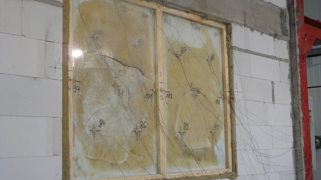 Test antincendio eseguito presso il laboratorio di verifica della DMT a Lathen, su vetri Pilkington Pyrostop® installati per 33 anni. Il tempo di resistenza minimo è stato agevolmente superato, addirittura i vetri dopo 48 minuti rispettavano ancora il criterio dell'integrità   Archivio Pilkington