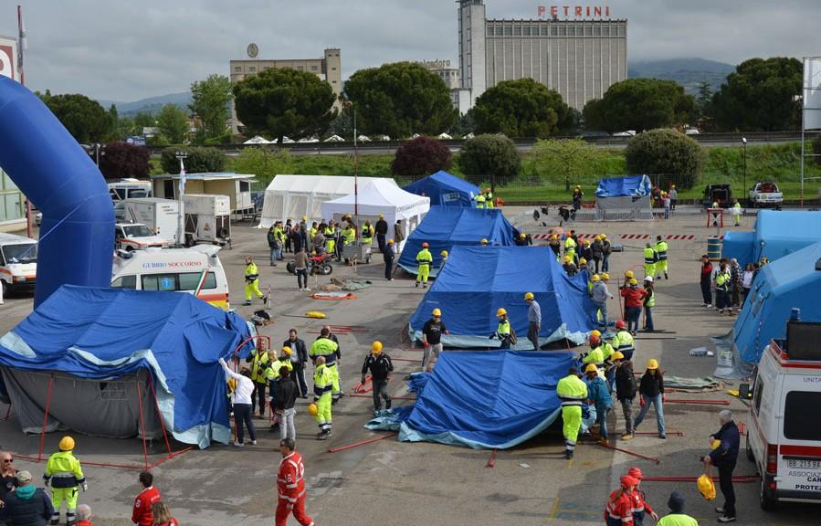 L'area esterna per la gestione delle emergenze allestita all'edizione 2014 di Expo Emergenze