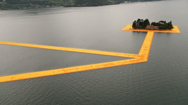Floating piers di Christo sul Lago d'Iseo: c'è anche Italcementi