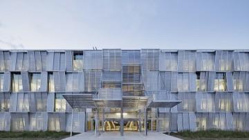 La nuova sede di ingegneria meccanica a Losanna progettata da Dominique Perrault