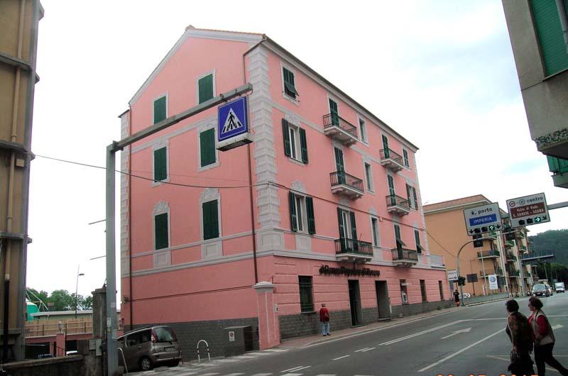 L'edificio pluripiano a Vado Ligure dopo l'intervento