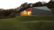 La casa prefabbricata in legno tra le Alpi svizzere di Jacopo Mascheroni