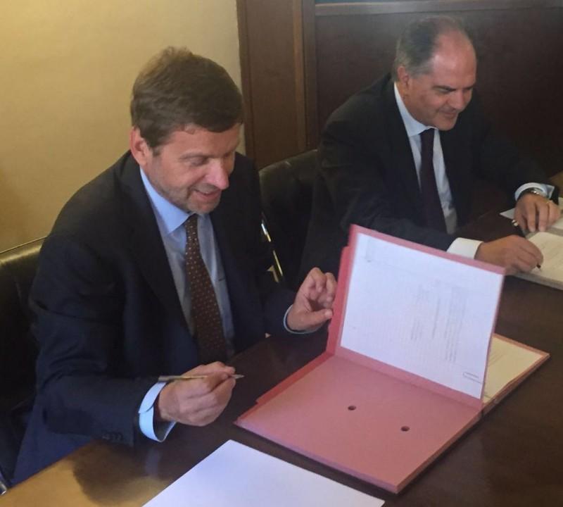 Firma accordo Enea-Mipaaf. Federico Testa e Giuseppe Castiglione.