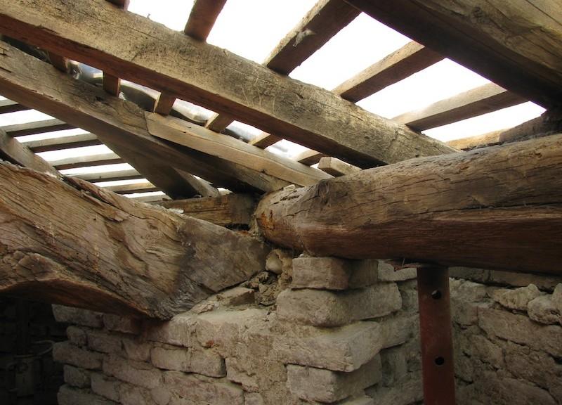 Murature e strutture in legno di cui valutare il comportamento sismico (Foto Federica Ottoni)