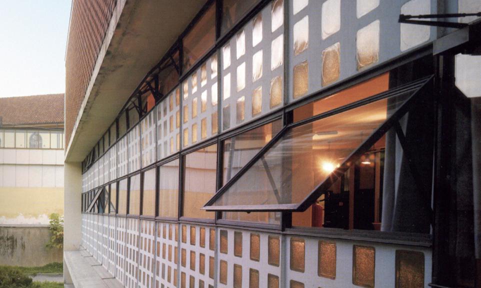 Vetrocemento e serramenti in ferro finestra dopo il restauro. I. Gardella, Dispensario antitubercolare, Alessandria, 1936-38 (Foto I. Gardella)