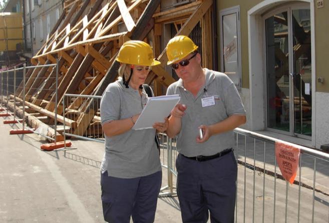 Un'immagine degli ingegneri Ipe al lavoro sui territori del sisma che colpì l'Emilia Romagna nel 2012