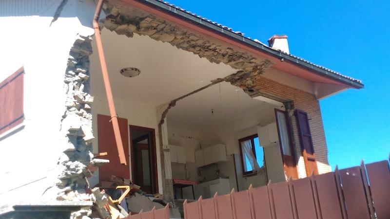 Crollo di una parete perimetrale di una abitazione ad Amatrice © Sara Frumento