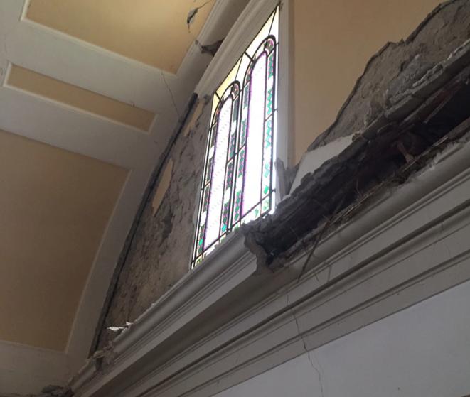 Un dettaglio dei danni al Monastero di Santa Chiara a Camerino, colpito dal terremoto del 26 ottobre 2016