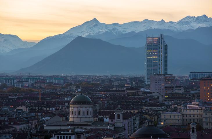 Vista aerea di Torino con sullo sfondo il Grattacielo Intesa (foto: Piero Cruciatti)