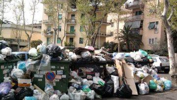 Rifiuti, allarme di Galletti: sempre scarsa la differenziata a Roma