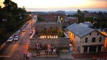Come riutilizzare ex fabbriche in degrado: il teatro all'aperto Sky Stage