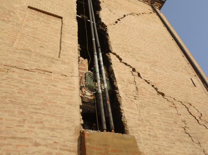 Lesioni e crolli in muratura in corrispondenza degli impianti (Foto Eva Coïsson)