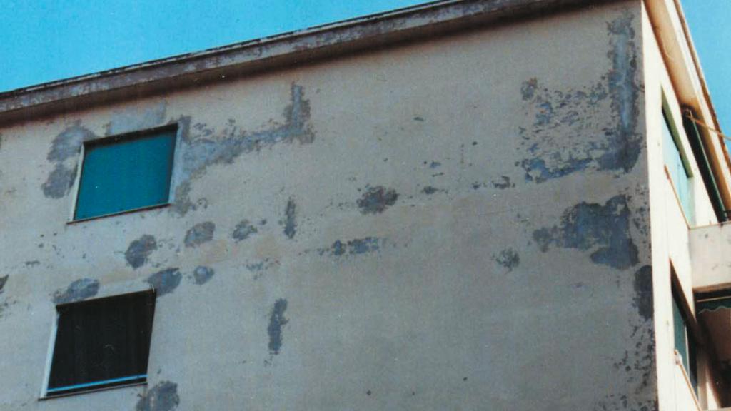 Tipici fenomeni di degrado dello strato di finitura esterna (Foto S. Lanzu)