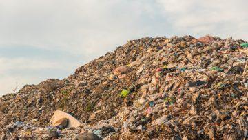 Com'è fatta una discarica di rifiuti a norma