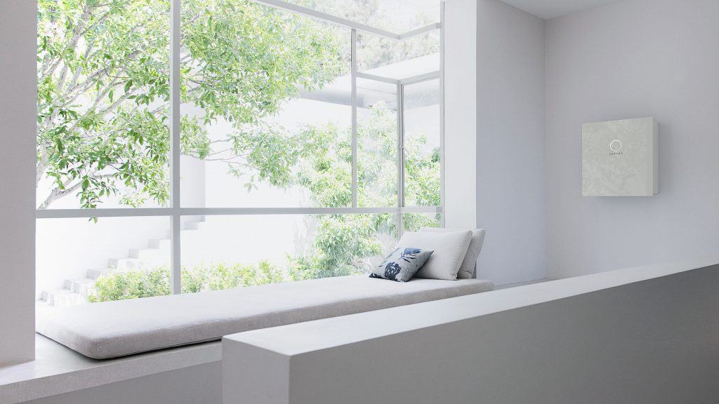 sonnenBatterie_8_2_side_white_wod_window ledge