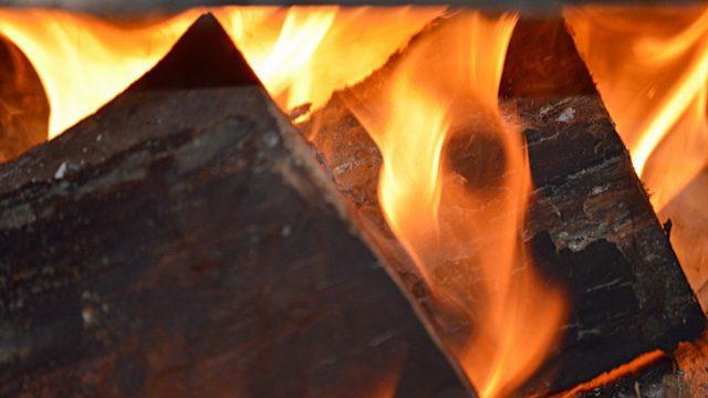 Strutture in legno: come si comportano le connessioni in caso di incendio?