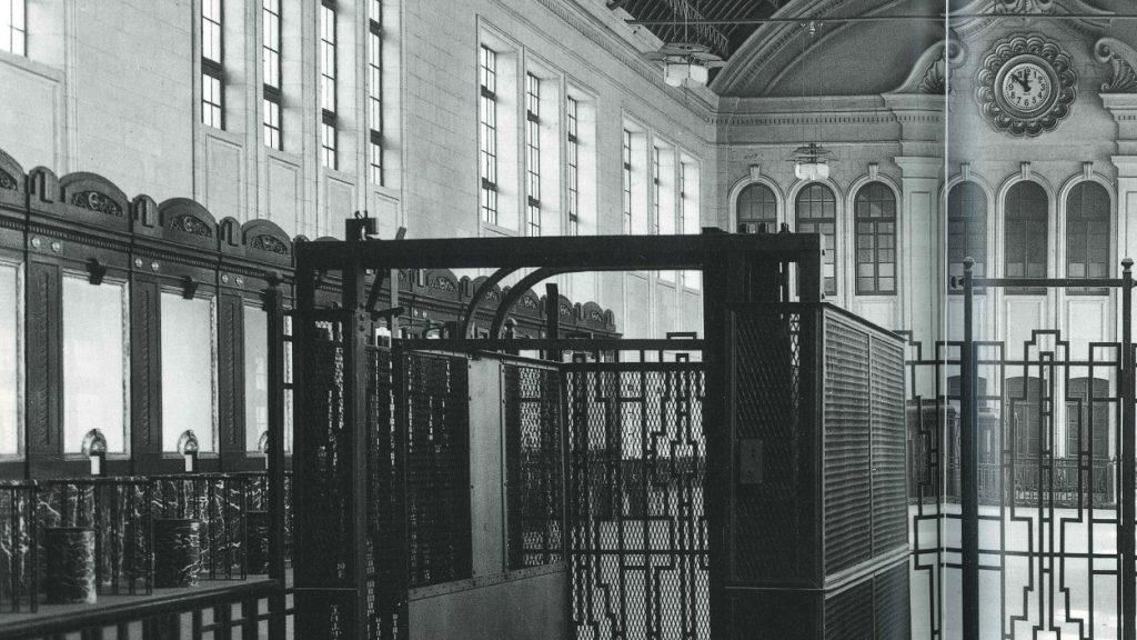 Ascensore del 1925 – Estaciòn del Norte – Valencia. Per prendere questo ascensore si pagavano circa 1,5 pesetas a corsa
