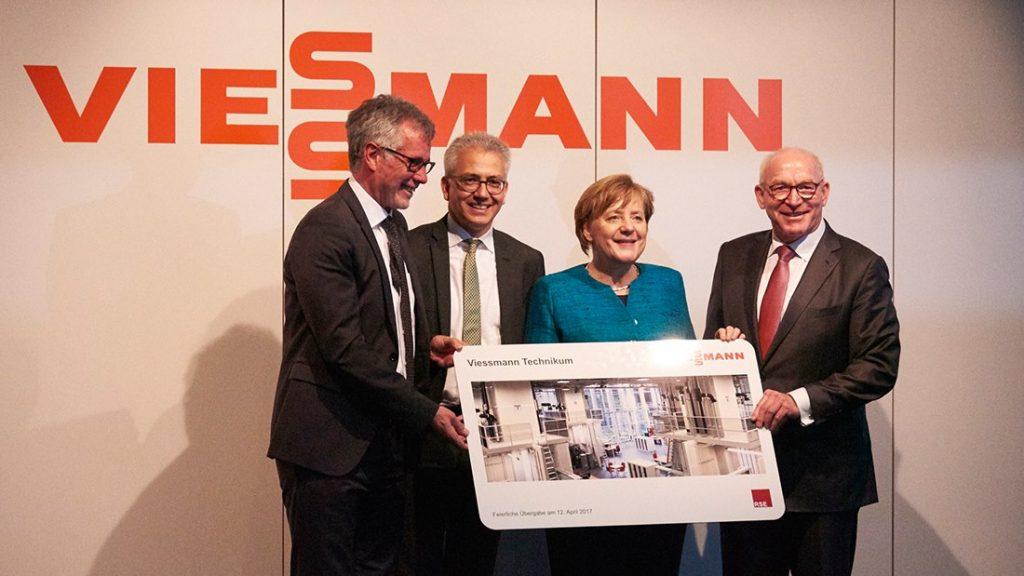 Un'immagine della cerimonia d'inaugurazione, con la Cancelliera angela Merkel (fonte Facebook)