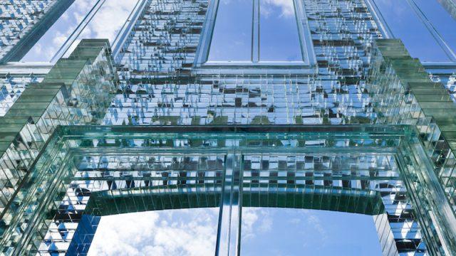 Facciata in cristallo massiccio: la Crystal House di MVRDV a Amsterdam
