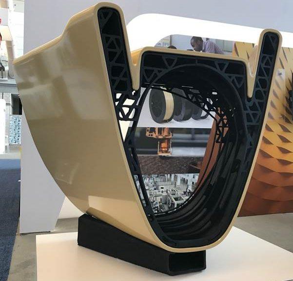 Il primo esempio di stampa multi-materiale su larga scala per la produzione di un'imbarcazione da competizione ad alte prestazioni